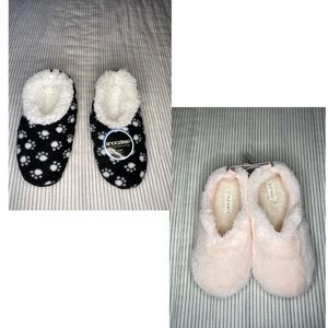 Bundle 2 Slippers Sandals Size Small (5-6)